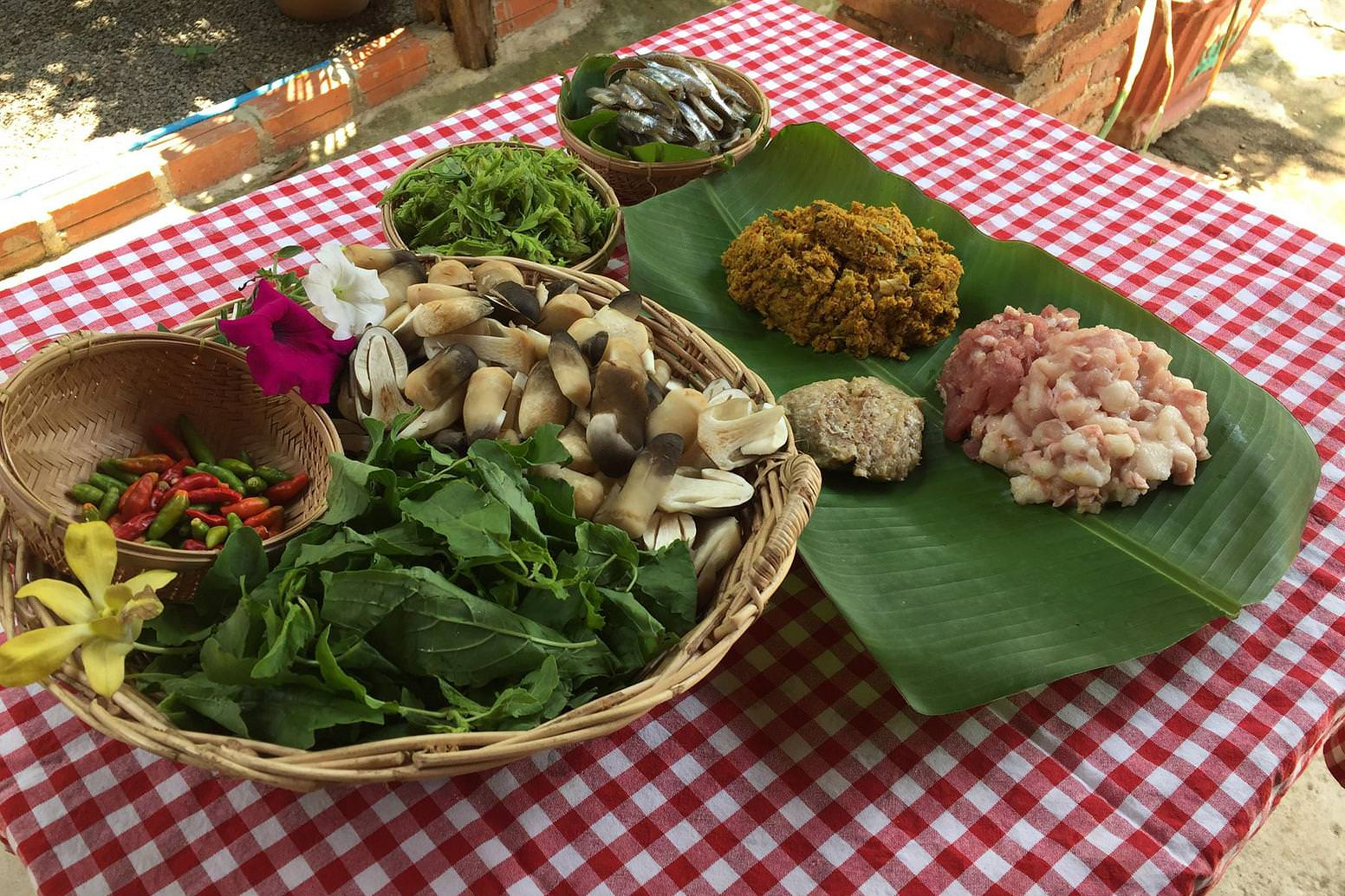 Enjoy the most famous Cambodian dishes in an ancient house in Battambang