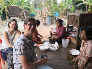 Travelers can help cooking and chat with the Khmer family