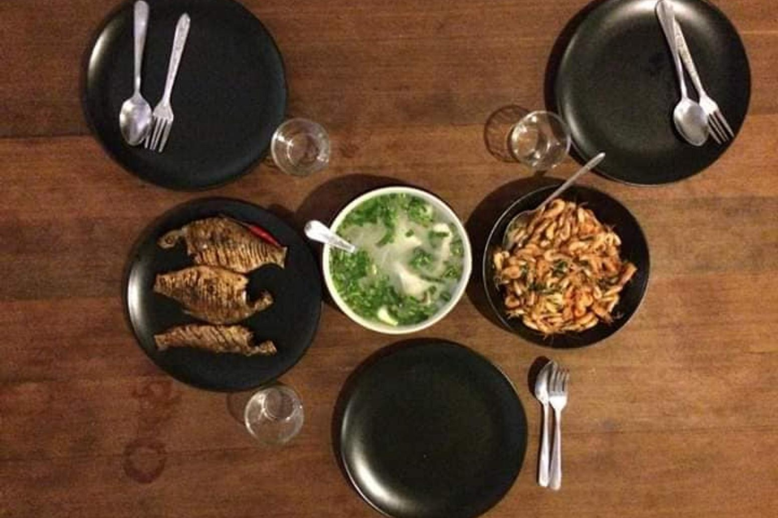 Our host will prepare three Khmer dishes for the guests