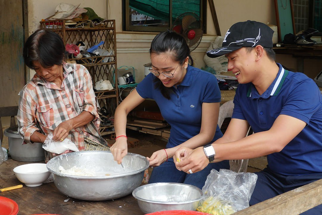 Cooking together is a great experience of local life in Cambodia
