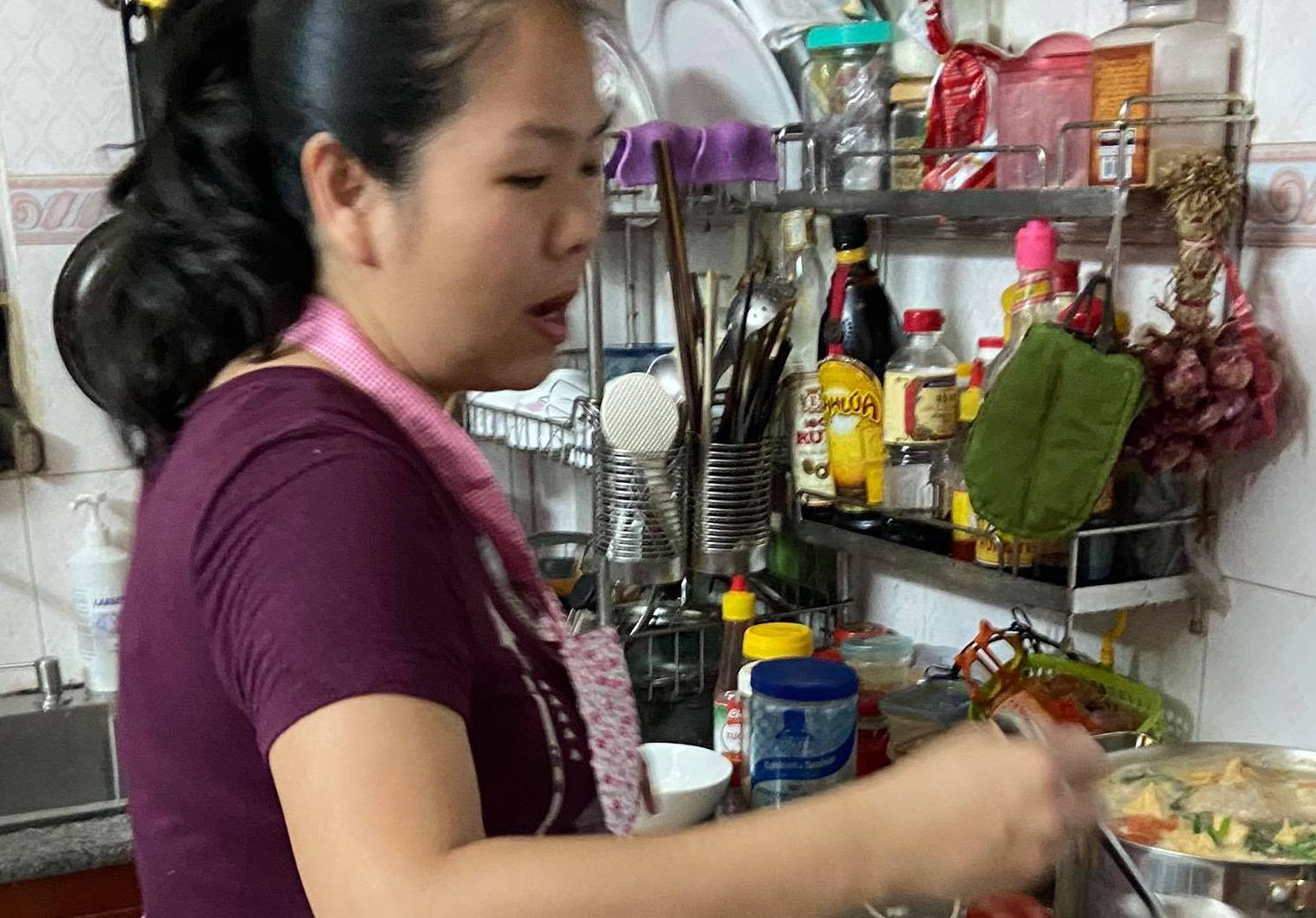 Ms. Thuan in her kitchen