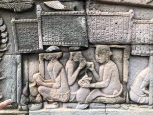 Food in Angkor Wat: Look at the carvings