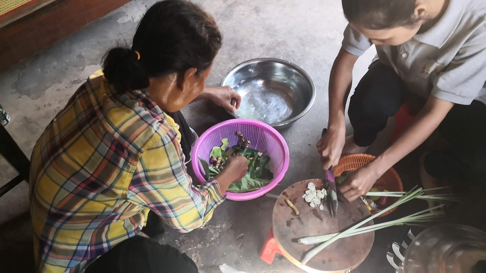 Enjoy local Khmer cooking style