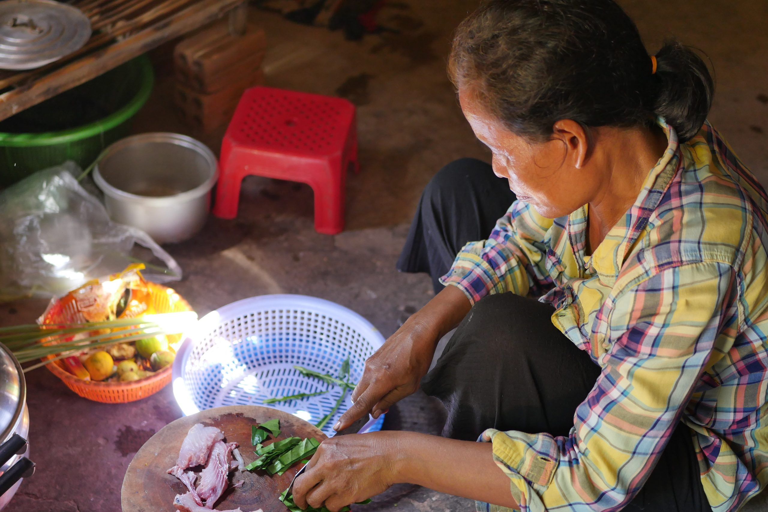 Cooking the way local Khmer do it