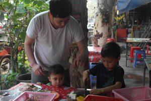 Daddy helps Kids cutting veggies